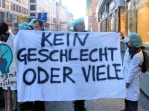 Protestkundgebung vor dem 5. Berliner Symposium für Kinder- und Jugendgynäkologie (21.-23. April 2005). Foto: Ulrike Klöppel